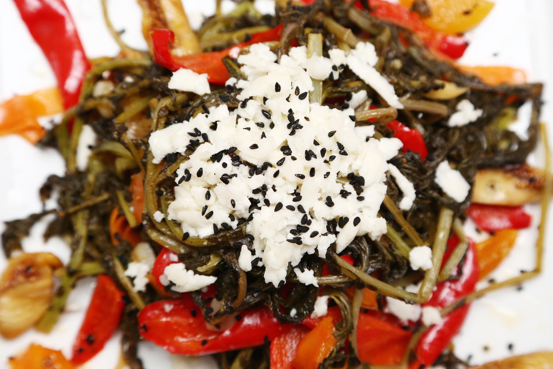 Kuru Meyveler Eşliğinde Turpotu Salatası